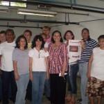 María León junto a las trabajadoras de la fábrica Franelas Gotcha