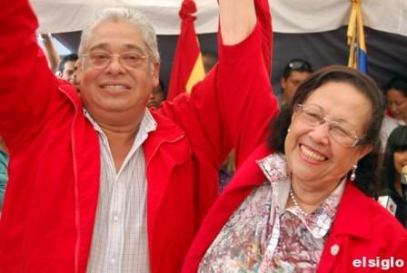 Carlos Escarrá y María León luego de ser proclamados Diputados por el estado Aragua