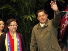 Hugo Chávez y María León